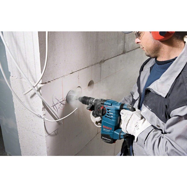 comes with the BOSCH GBH 3-28 DFR