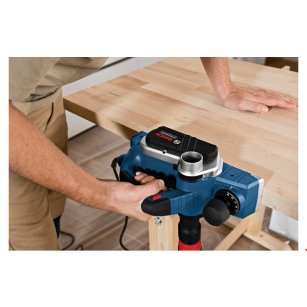 comes with the BOSCH GHO 26-82 D