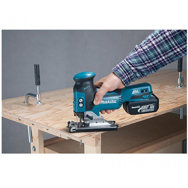 comes with the MAKITA DJV181Z