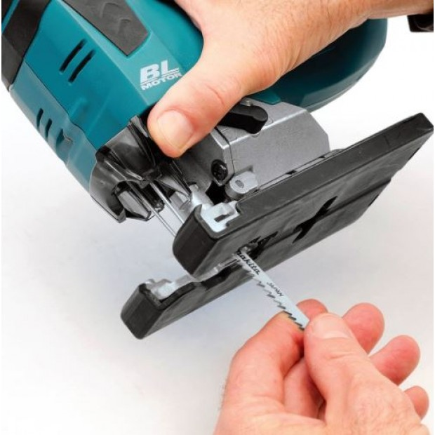 comes with the MAKITA DJV182RMJ